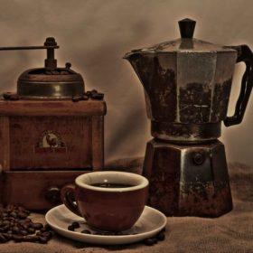 Kávéfőzők, teáskannák, kiöntők